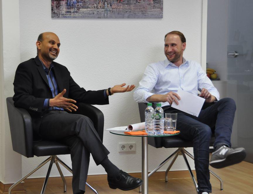 Philip Weber, Managing Director von MailStore, im Gespräch mit dem CEO von Carbonite, Mohamad Ali.