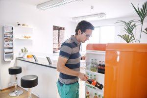 MailStore vordere Küche mit freien Getränken